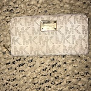 Michael Kors Clutch Wallet Zip Around Organizer
